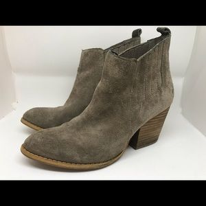 Crown vintage heeled bootie